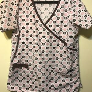 XL white scrub top with brown and peach apples